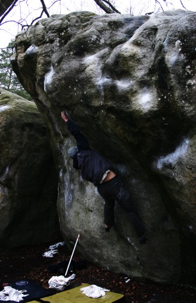 Climbing Carnage, bas, boulder, bouldering, carnage, chalk, climber, climbing, cuvier, fontainebleau, wet, photo
